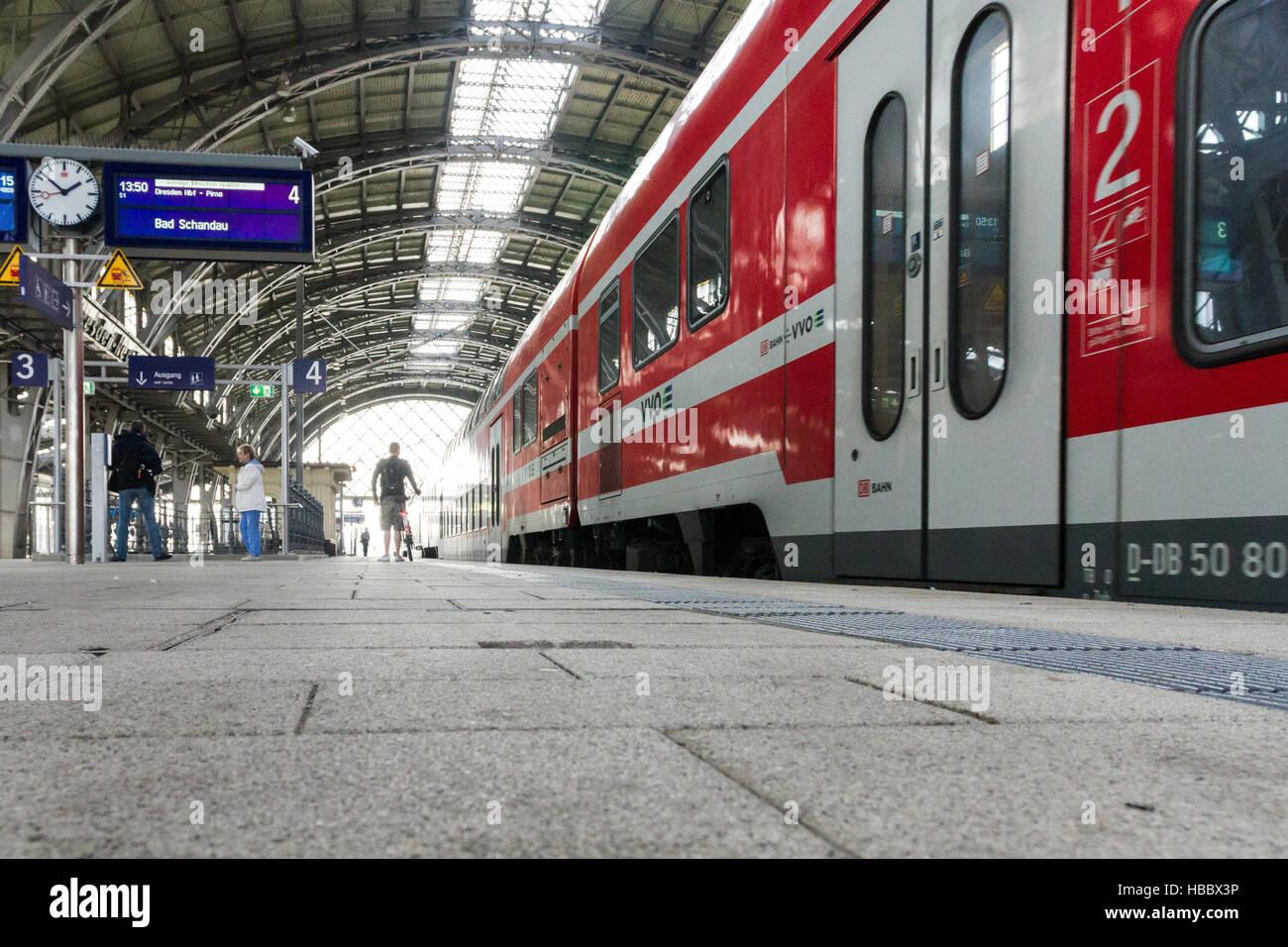 Cityshuttle in Dresden-Neustadt Bahnhof Stockbild