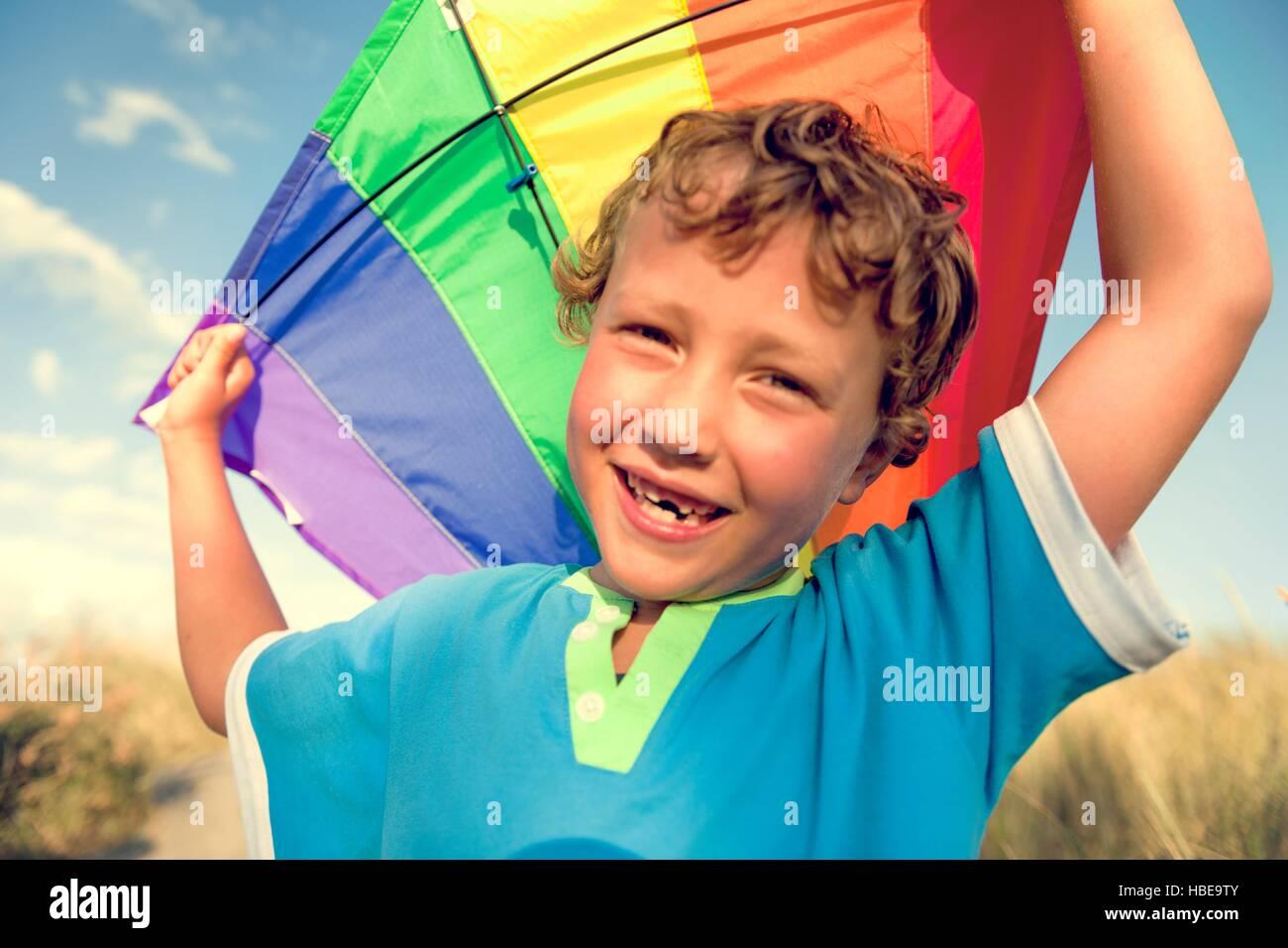 Kite jungen Bruder Glück freudiger Ferienkonzept Kind Stockbild