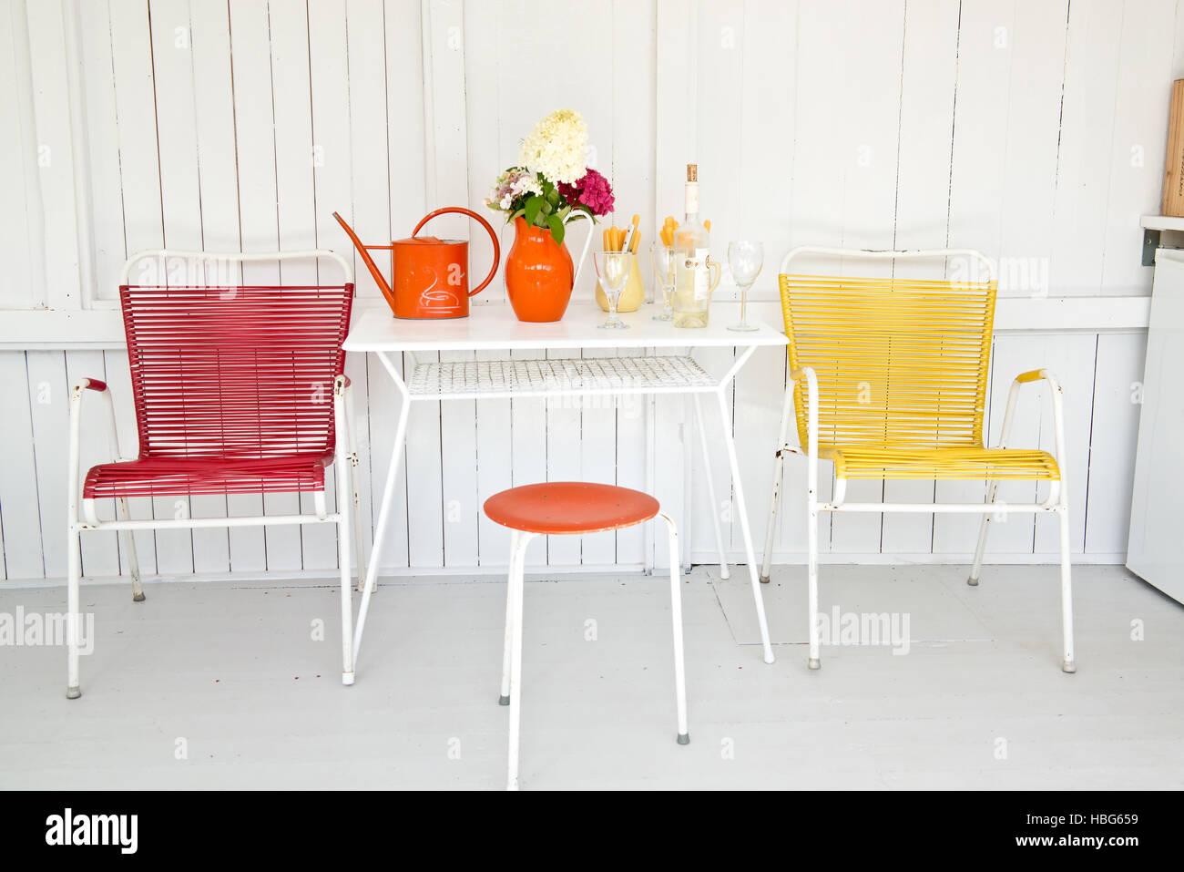 50er Jahre Stühle und Tisch Stockbild