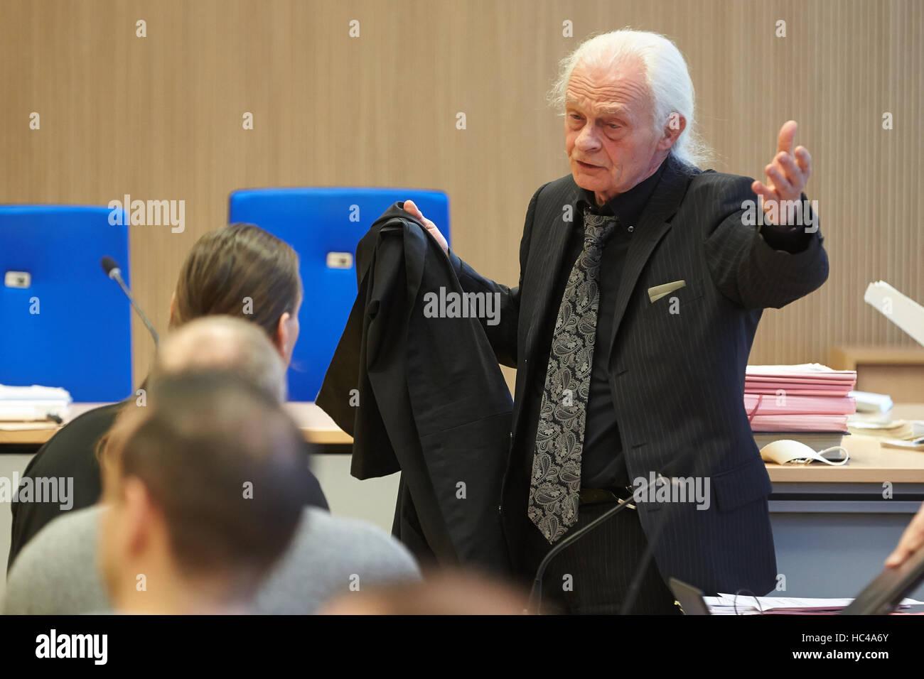Lawyer Ruediger Boehm (r) Rede vor der mündlichen Verhandlung im Fall von territorialen Kämpfen zwischen Stockbild