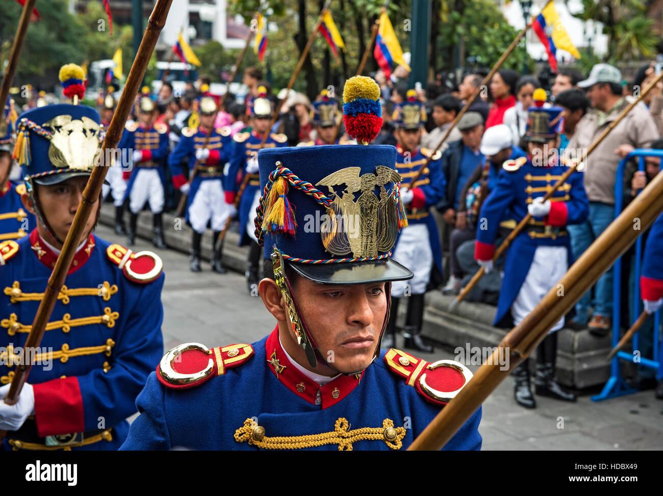 Wechsel der Wachablösung vor dem Carondelet Präsidentenpalast in Quito, Ecuador Stockbild
