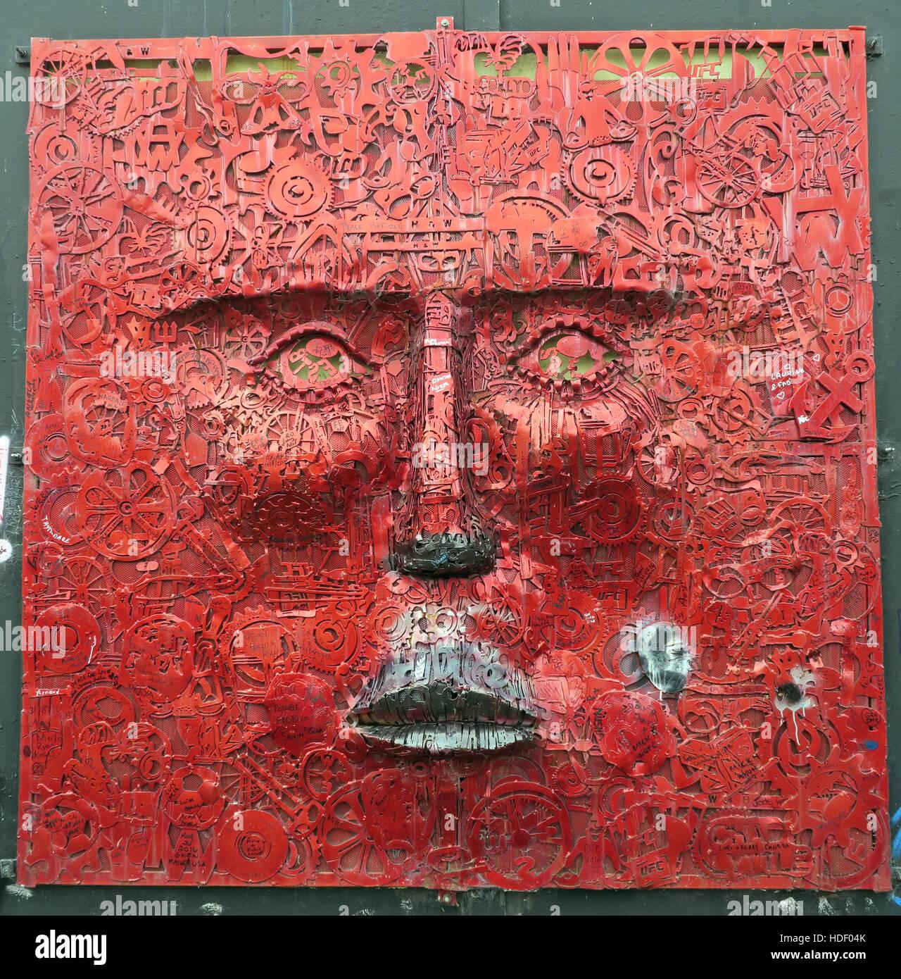 Laden Sie dieses Alamy Stockfoto Das Gesicht von Künstler Kevin Killen, ist Teil des Wenn Wände sprechen könnten Projekts, West Belfast, Nordirland, Vereinigtes Königreich - HDF04K