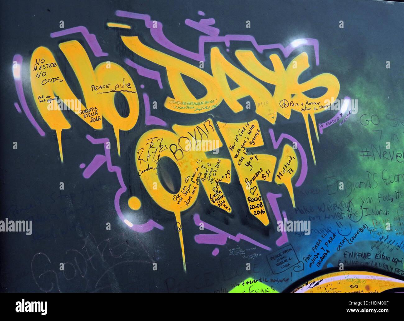 Laden Sie dieses Alamy Stockfoto Keine Tage Off - Belfast International Peace Wall Graffiti Cupar Weg, West Belfast, NI, UK - HDM00F