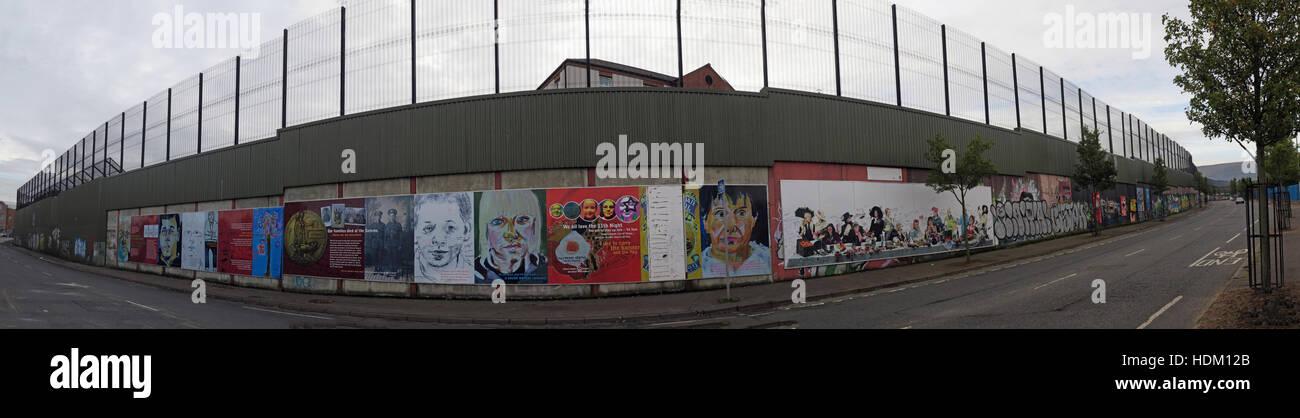 Laden Sie dieses Alamy Stockfoto Panorama von Belfast International Peace Wand Cupar Weg, West Belfast, NI, UK - HDM12B