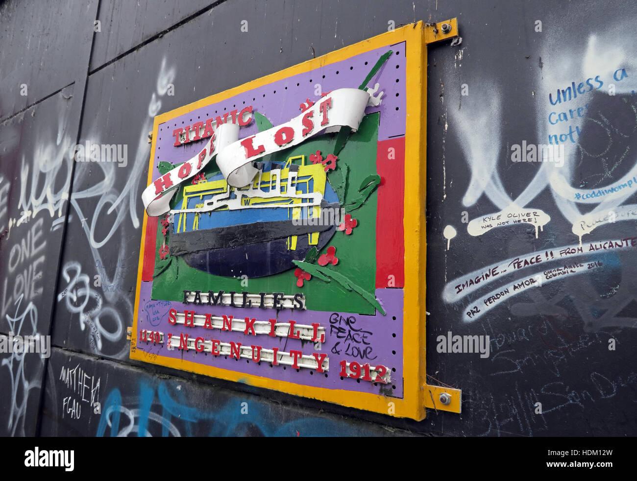 Laden Sie dieses Alamy Stockfoto Titanic Hope Lost - Belfast International Peace Wand Cupar Weg, West Belfast, NI, UK - HDM12W