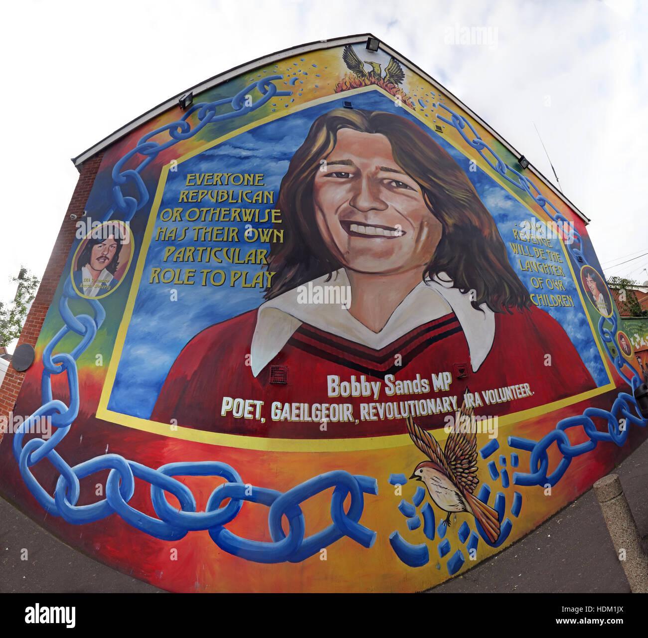 Laden Sie dieses Alamy Stockfoto Belfast fällt Rd republikanischen Wandbild-Bobby Sands Dichter, revolutionär, IRA Volunteer am Giebel Ende Weitwinkel - HDM1JX
