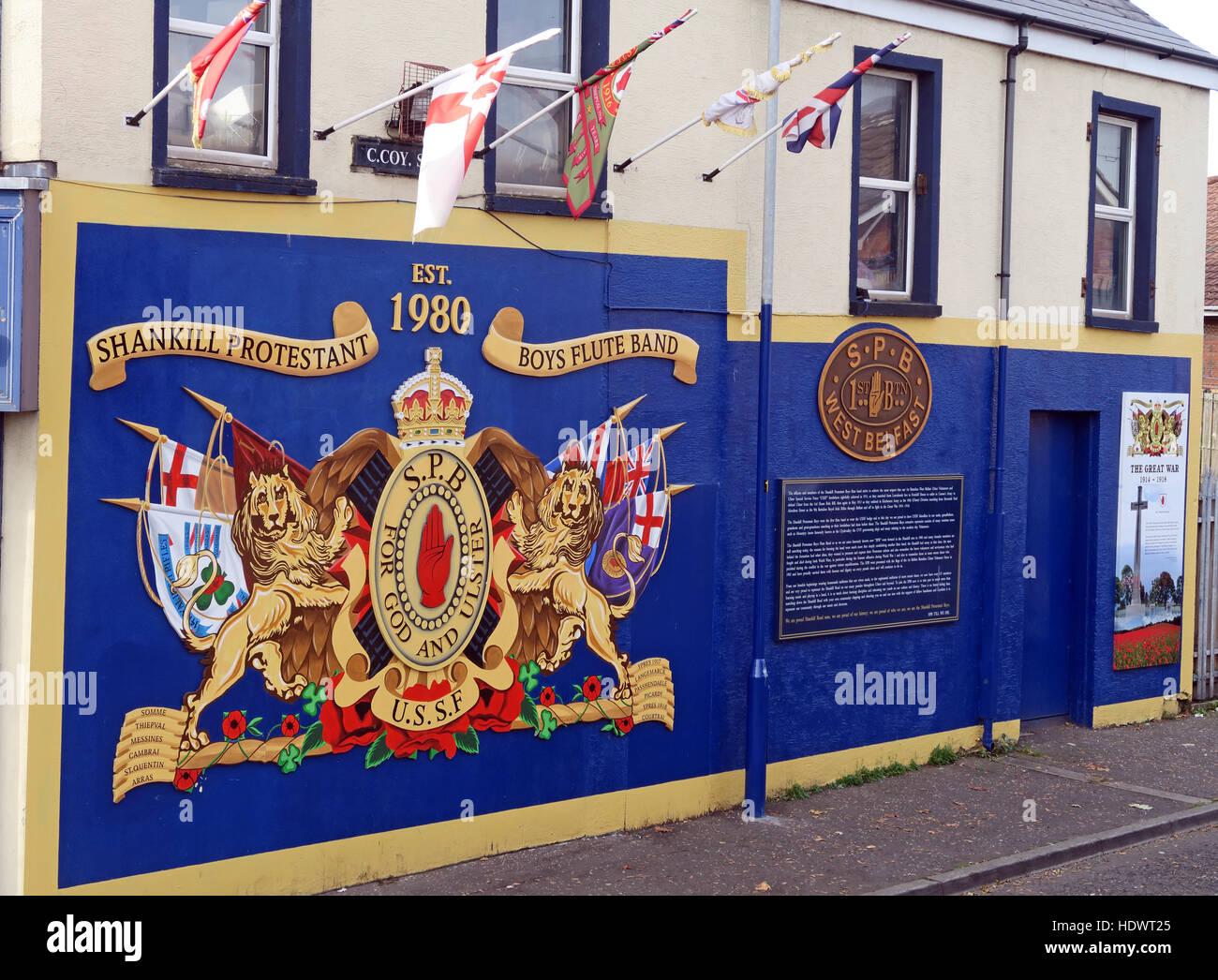 Laden Sie dieses Alamy Stockfoto Shankill protestantischen Boys Flute Band Wandbild aus Shankill Road West Belfast, Nordirland, Vereinigtes Königreich - HDWT25