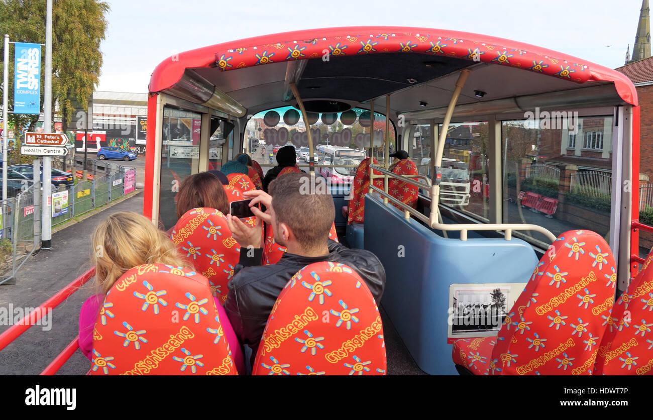 Laden Sie dieses Alamy Stockfoto City Sightseeing Bus, offenen Oberdeck in Belfast, Irland, Großbritannien - HDWT7P