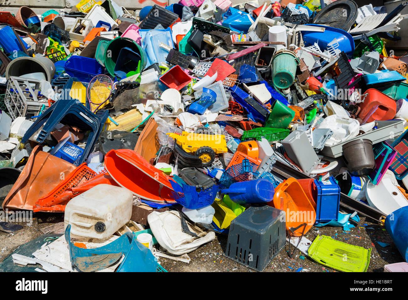 Bunten Müll, Kunststoff-Abfälle zur Verwertung sortiert Stockbild