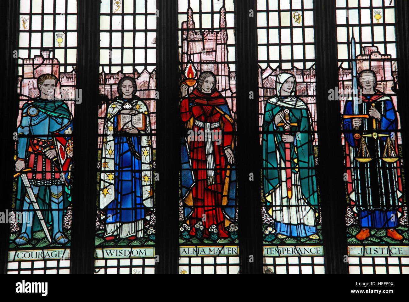 Laden Sie dieses Alamy Stockfoto Queens University Belfast Hallen Glasfenster, Nordirland, Vereinigtes Königreich - HEEF9X