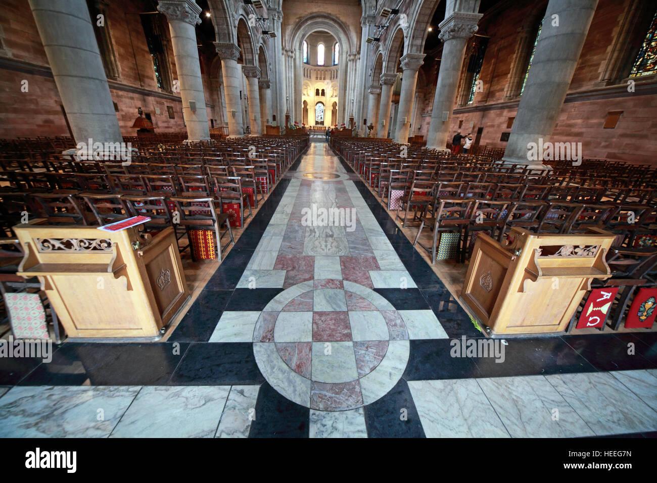 Laden Sie dieses Alamy Stockfoto St Annes Belfast Cathedral Interior, Pano, - HEEG7N