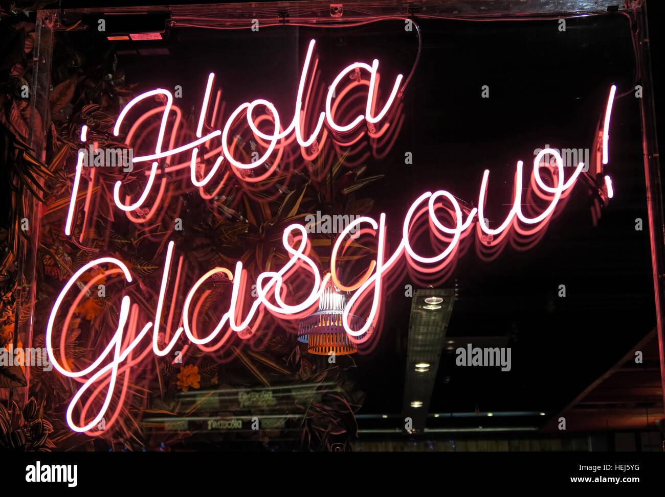 Laden Sie dieses Alamy Stockfoto Hola Glasgow rote Leuchtreklame, Stadtzentrum, Scotland, UK - HEJ5YG