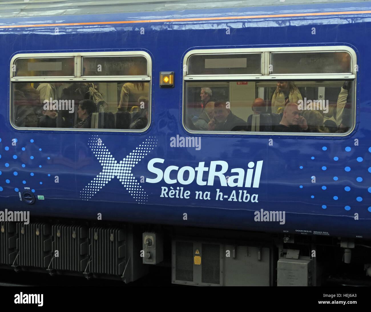 Laden Sie dieses Alamy Stockfoto ScotRail Abellio-Zug-Wagen, Petition, um wieder in Staatsbesitz, nach schlechten Service zu bringen - HEJ6A3