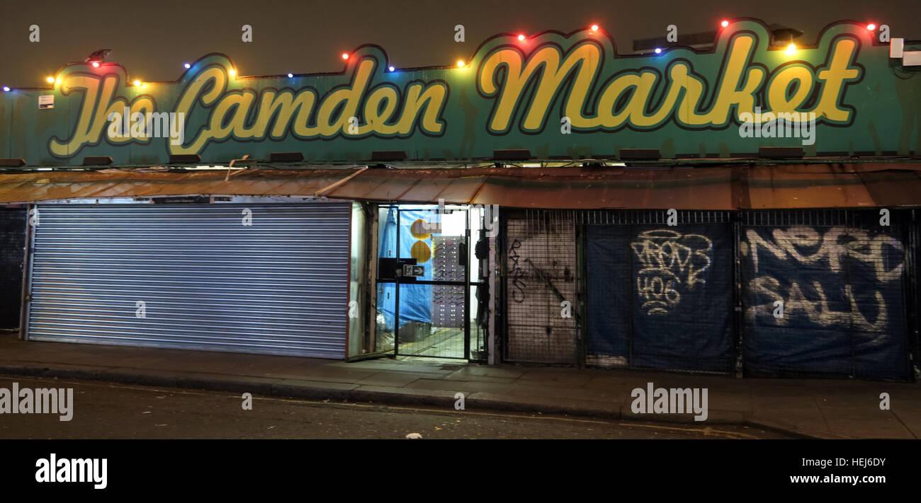 Laden Sie dieses Alamy Stockfoto Camden Town Markt bei Nacht, Nord-London, England, UK - HEJ6DY