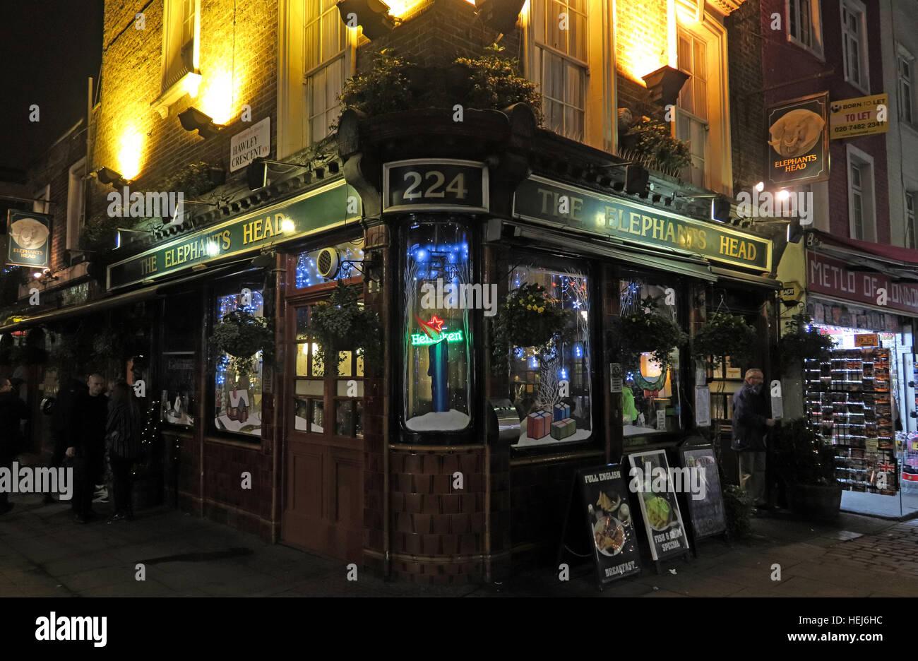 Laden Sie dieses Alamy Stockfoto Camden Town bei Nacht, Nord-London, England, UK - The Elefanten Head Pub 224 - HEJ6HC