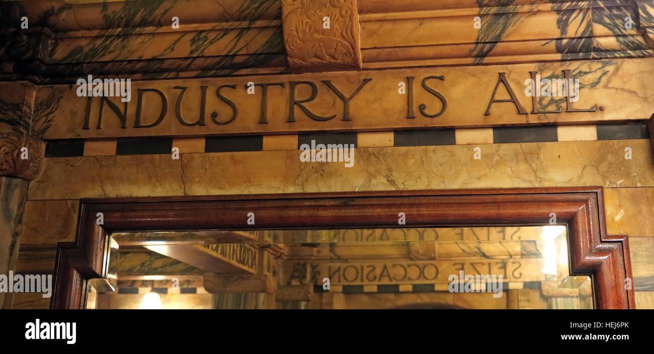 Laden Sie dieses Alamy Stockfoto Der schwarze Mönch, Blackfriars, London, England, UK nachts Industrie ist alle - HEJ6PK