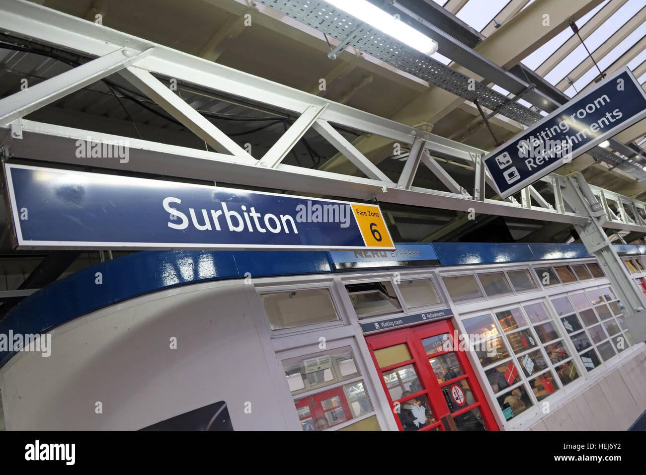 Laden Sie dieses Alamy Stockfoto Surbiton Railway Station Wartezimmer auf Bahnsteig 3, Kingston, West-London, England, Vereinigtes Königreich - HEJ6Y2