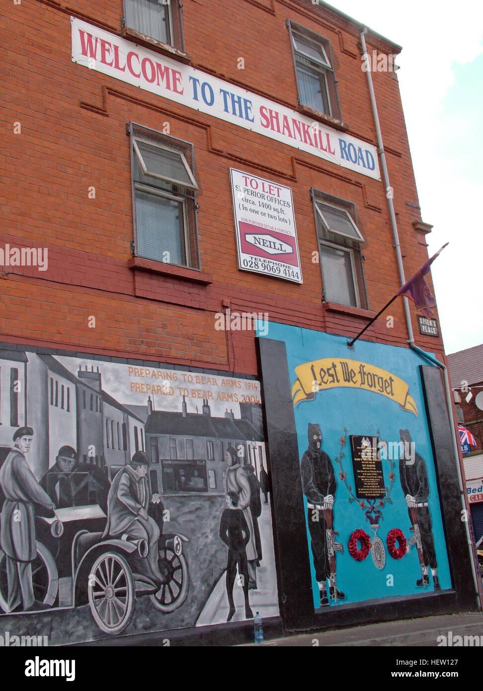 Laden Sie dieses Alamy Stockfoto Shankill Road Wandbild - nicht zu vergessen, West Belfast, Nordirland, Vereinigtes Königreich - HEW127