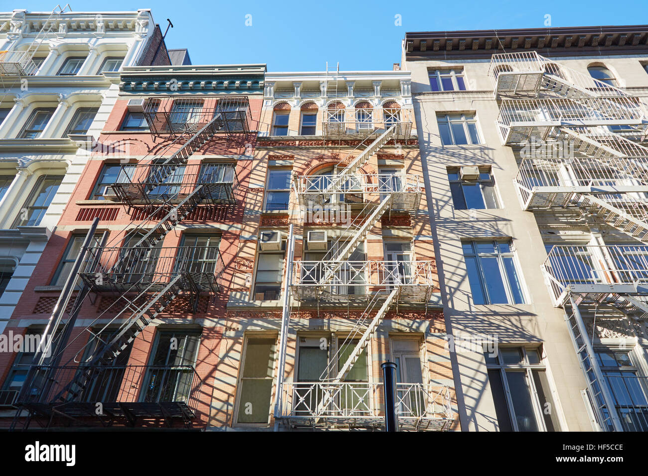 metal fire escape stairs manhattan stockfotos metal fire escape stairs manhattan bilder alamy. Black Bedroom Furniture Sets. Home Design Ideas