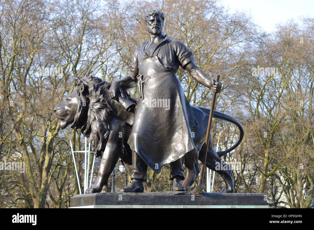 """Ein Detail des Victoria Memorial außerhalb der Buckingham Palace in der Mall, London. Das ist """"Herstellen"""", Stockbild"""