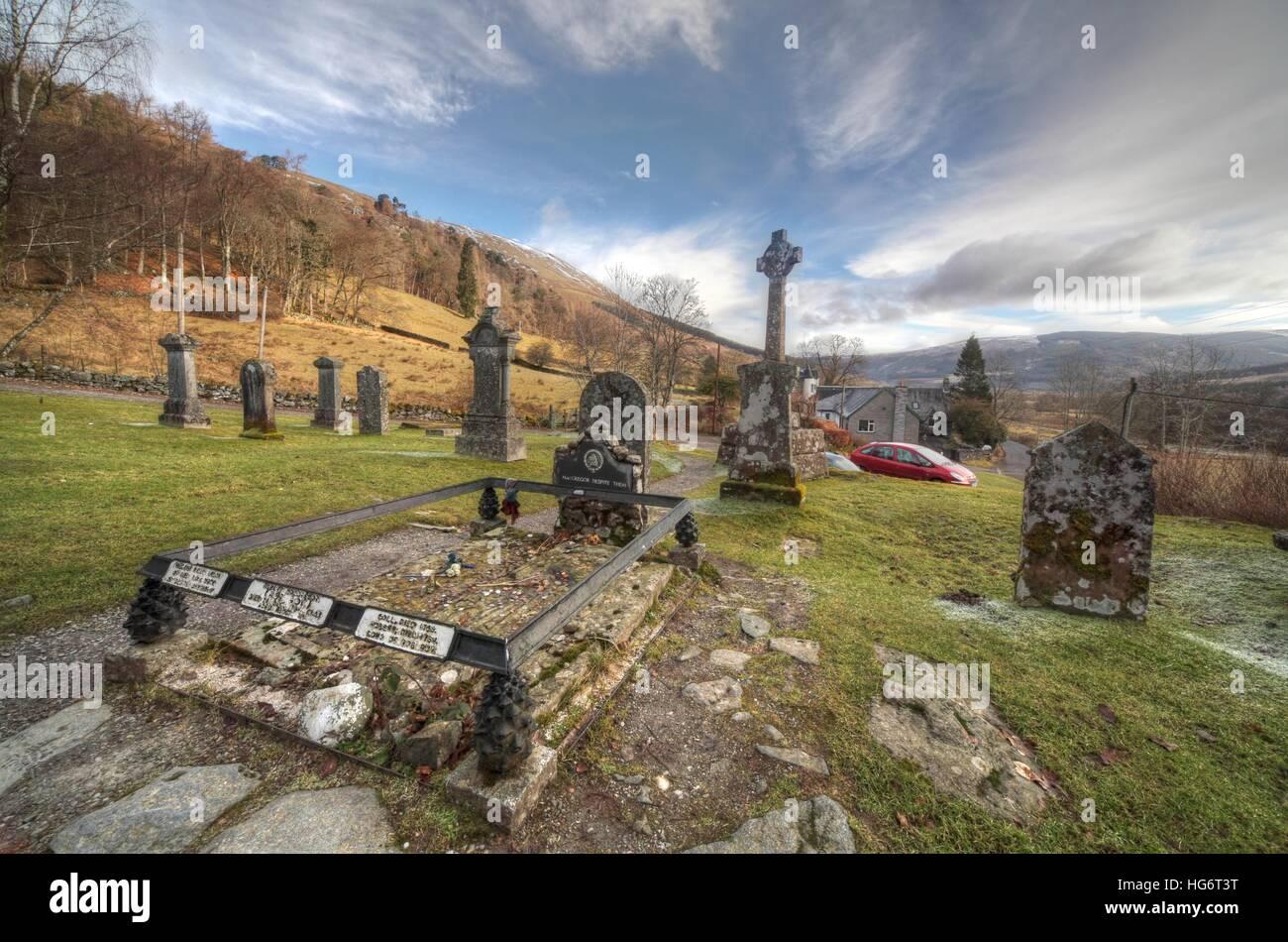 Laden Sie dieses Alamy Stockfoto Balquhidder, Sterling, Scotland, UK - Rob Roy rot MacGregors Rastplatz mit dramatischer Himmel - HG6T3T