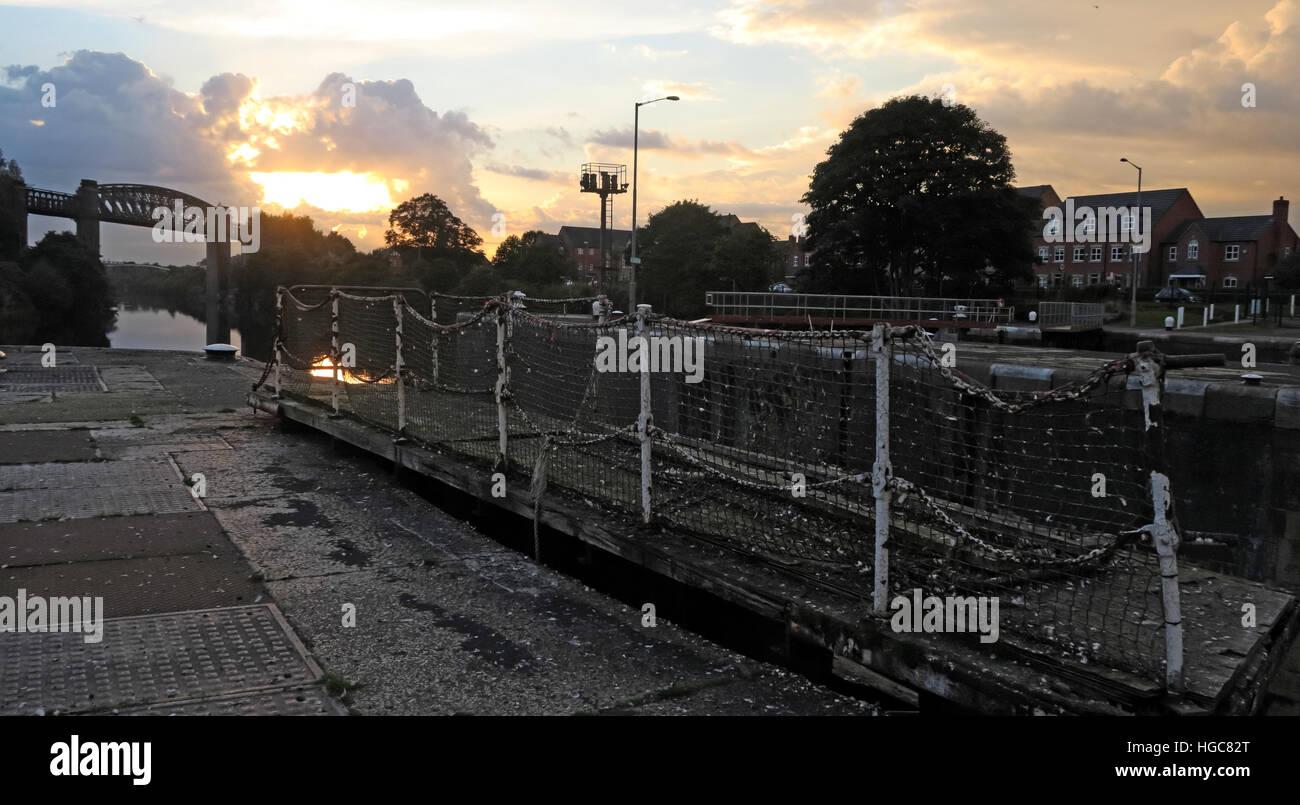 Laden Sie dieses Alamy Stockfoto Latchford Dorf & Schlösser, Süd Warrington, Cheshire, England, UK - HGC82T