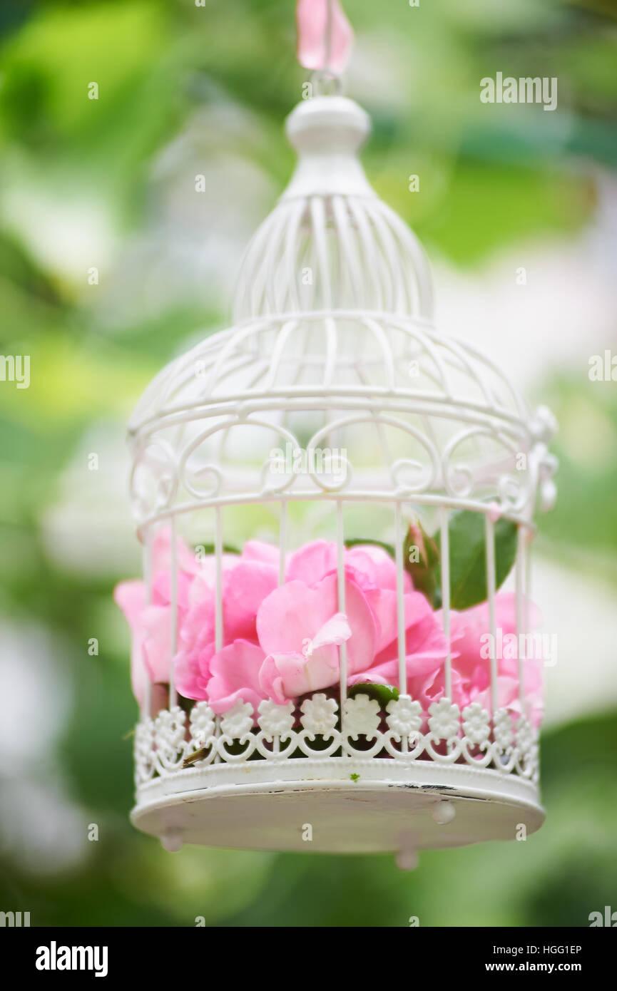 Hochzeit Blumenschmuck In Schonen Vintage Vogelkafig Hochzeit Dekor