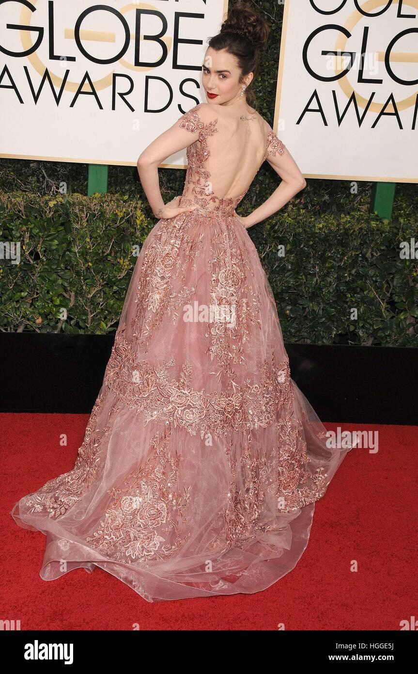 Beverly Hills, CA. 8. Januar 2017. Lily Collins im Ankunftsbereich für 74. Annual Golden Globe Awards 2017 - Ankünfte, Stockfoto