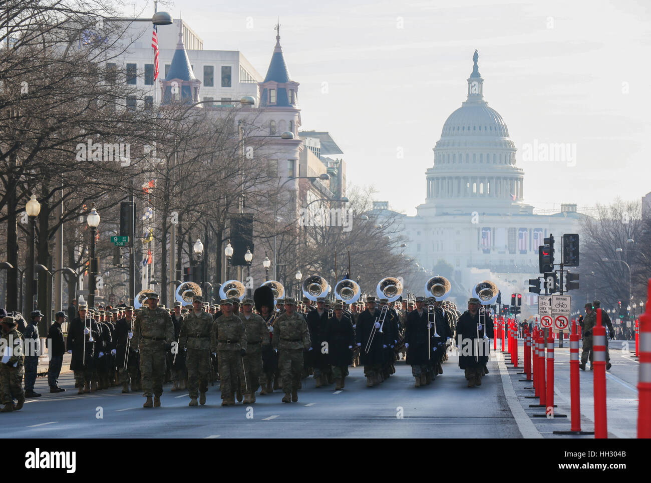 Washington, DC, USA. 15. Januar 2017. Mitglieder der United States Army Staff Element März Pennsylvania Avenue Stockbild