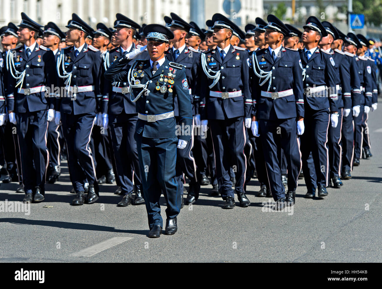 Einheit der mongolischen Polizei bei einer Parade, Ulaanbaatar, Mongolei Stockbild