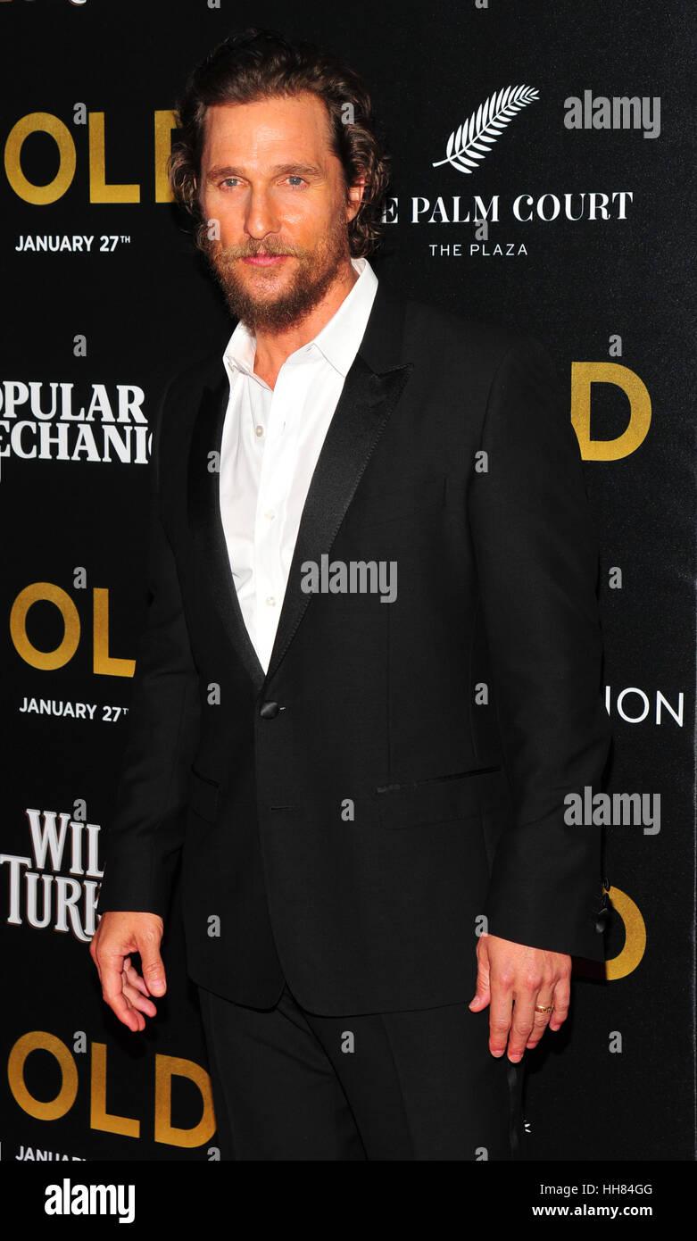 """New York City, USA. 17. Januar 2017. Matthew McConaughey gesehen bei der Weltpremiere von """"Gold"""" bei AMC Loews Lincoln Stockfoto"""