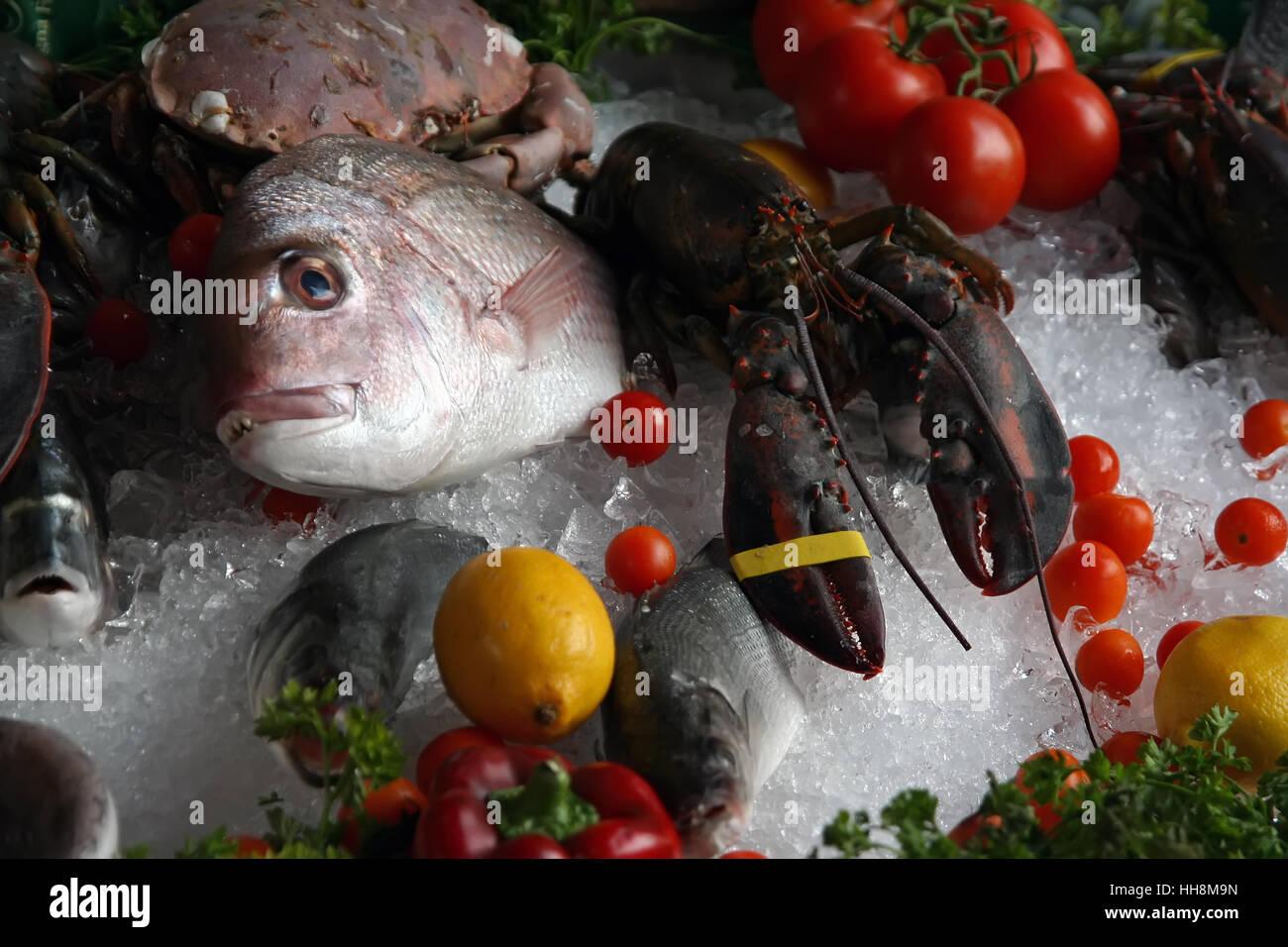 Meeresfrüchte auf einem Markt. Meeresfrüchte auf Eis. Stockbild