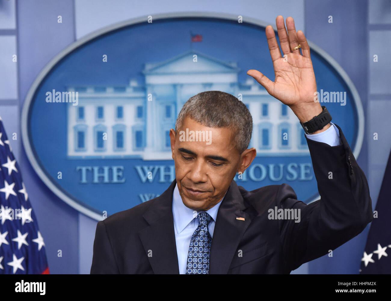 Washington, DC, USA. 18. Januar 2017. Barack Obama Gesten während seiner letzten Pressekonferenz als US-Präsident Stockfoto