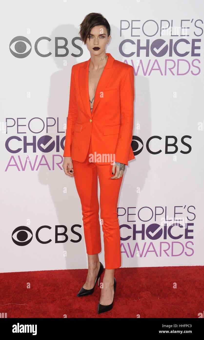 Los Angeles, CA, USA. 18. Januar 2017. Ruby Rose im Ankunftsbereich für Peoples Choice Awards 2017 bei Microsoft Stockfoto