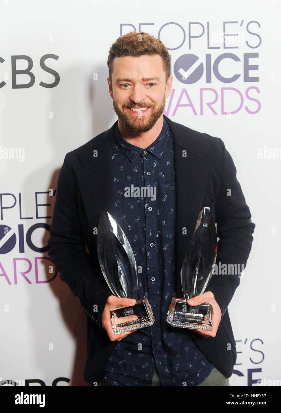 Los Angeles, USA. 18. Januar 2017. Justin Timberlake stellt mit den Auszeichnungen für männliche Lieblingssänger Stockfoto