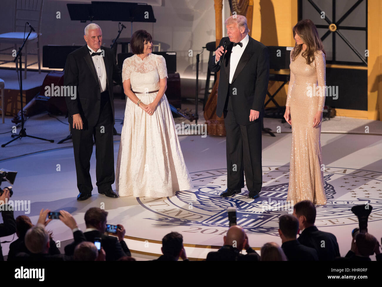 Washington, DC, USA. 19. Januar 2017. Vice President-Elect The United States Mike Pence, seine Frau Karen Pence Stockfoto