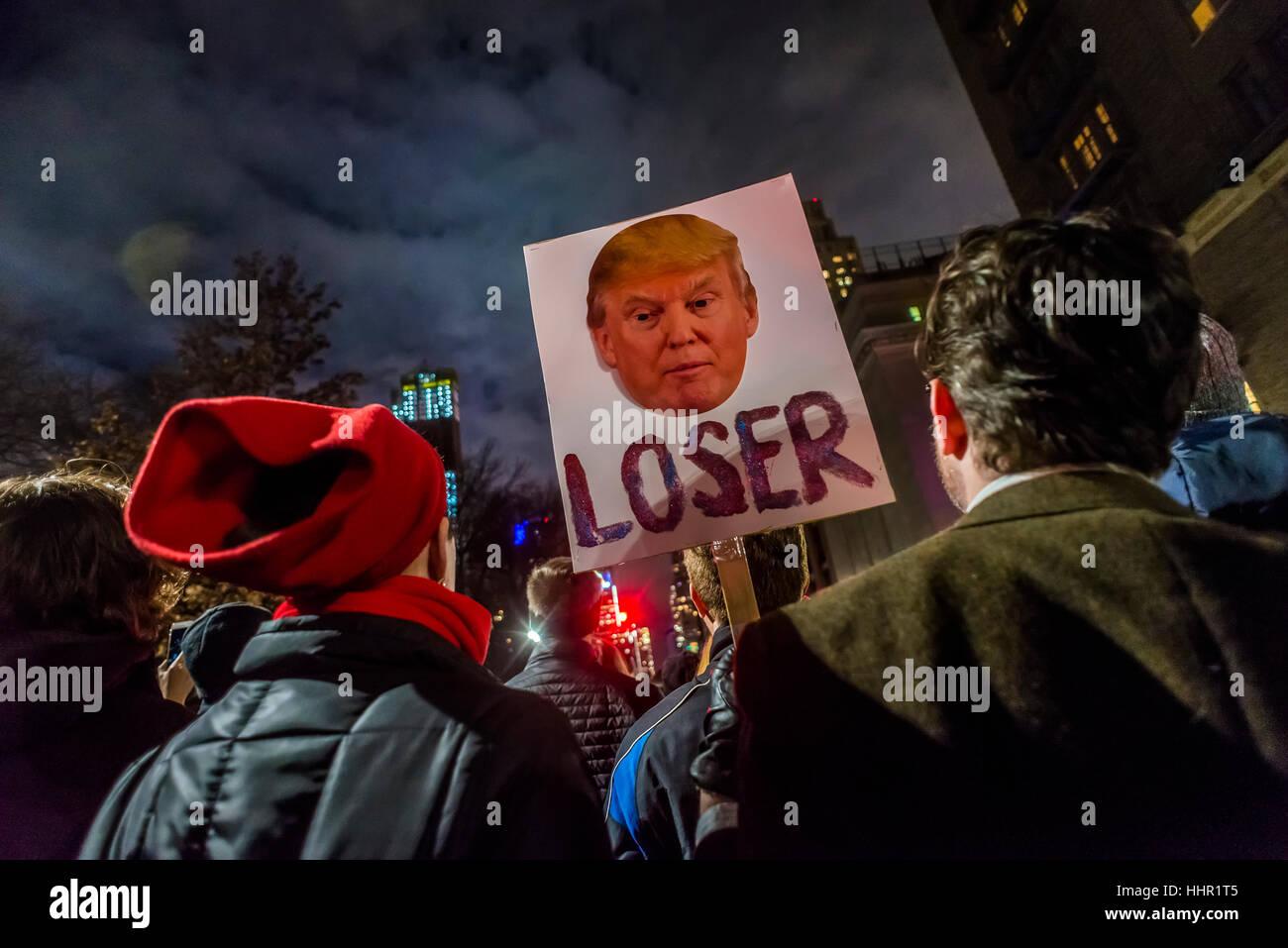 New York, USA. 19. Januar 2017. Am Vorabend der Amtseinführung des Präsidenten sammelten sich Tausende Stockbild