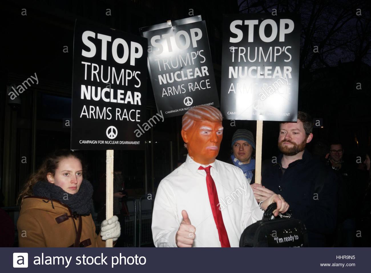 London, UK. 20. Januar 2017. Menschen protestieren gegen die Eröffnung der 45. Präsident der Vereinigten Stockbild