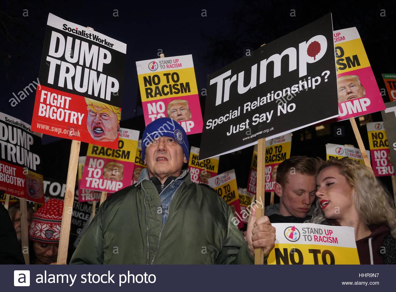 London, UK. 20. Januar 2017. Menschen halten Banner und Protest gegen die Eröffnung der 45. Präsident Stockbild
