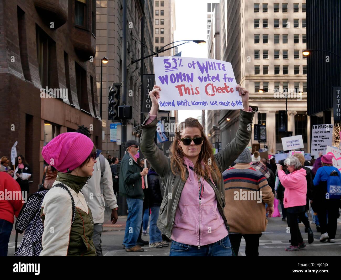 Chicago, Illinois, USA. 21. Januar 2017. Tausende Frauen und Männer trafen sich in der Innenstadt von Chicago Stockbild