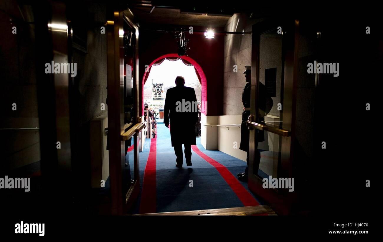 Gewählter Präsident Donald Trump geht raus aus dem US Capitol der Westfront Portico zum Jahresbeginn der Stockbild