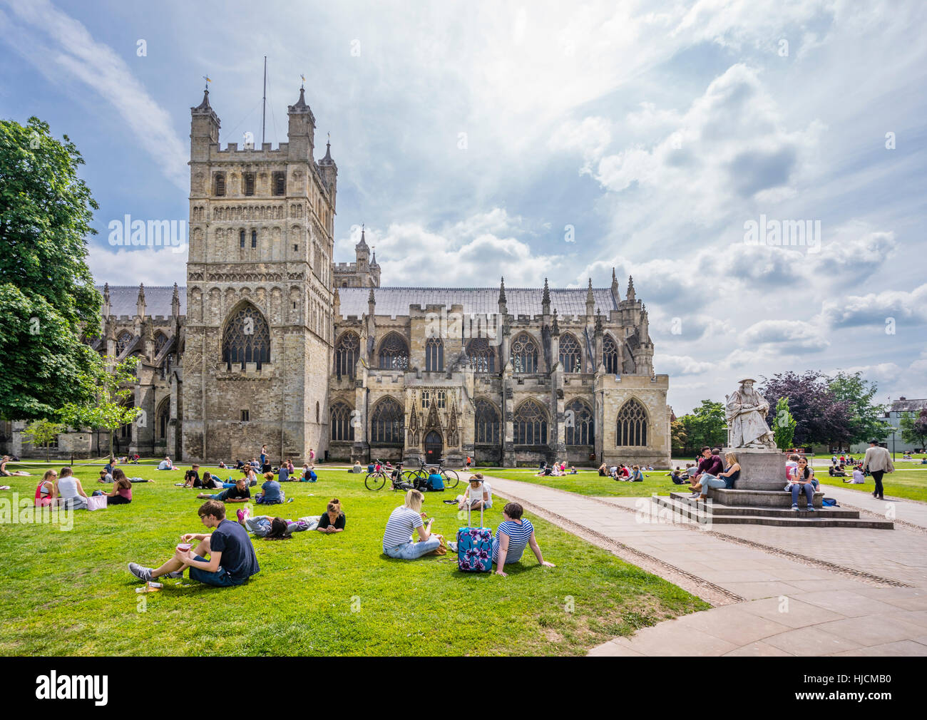 Großbritannien, South West England, Devon, Exeter, Kathedrale von Exeter und die Statue von Richard Hooker Stockbild