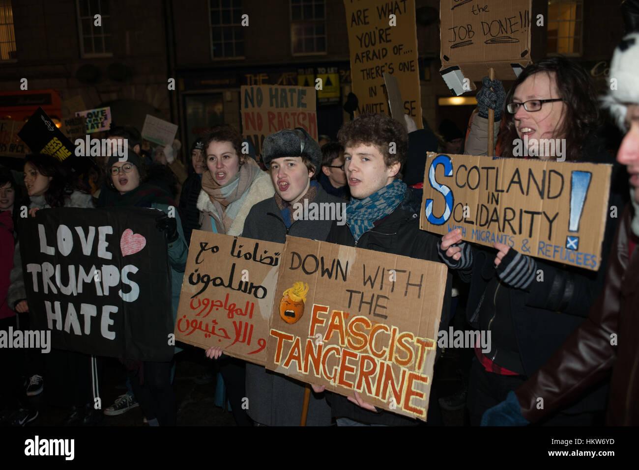 Aberdeen, UK. 30. Januar 2017. Anti-Trump Reisen Ban Protest zieht Hunderte von Menschen in Zentral-Aberdeen, Schottland. Stockbild