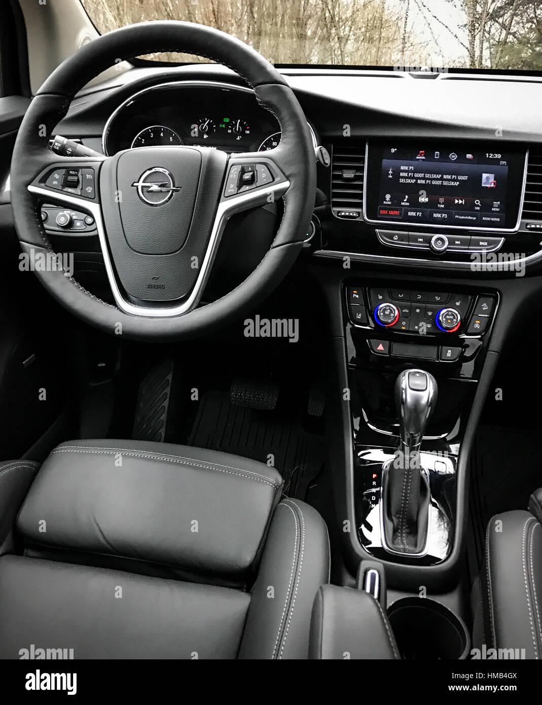opel car steering wheel stockfotos opel car steering wheel bilder alamy. Black Bedroom Furniture Sets. Home Design Ideas
