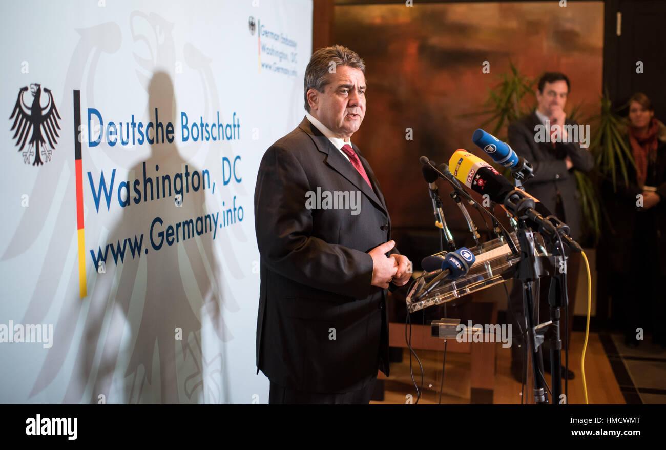 Washington, DC, USA. 2. Februar 2017. German Foreign Minister Sigmar Gabriel (SPD) spricht über seinen bisherigen Stockbild