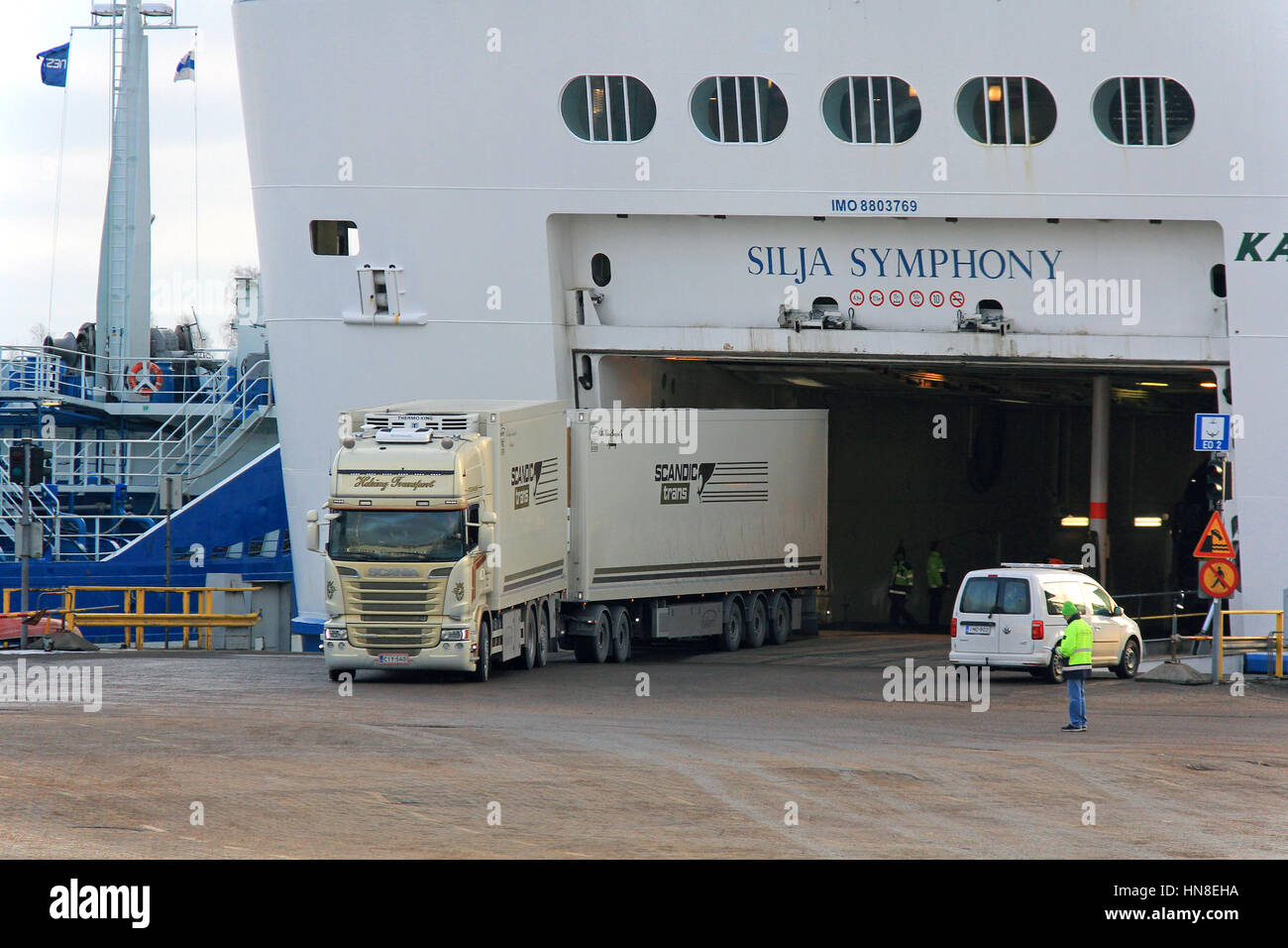 truck ferry stockfotos truck ferry bilder alamy. Black Bedroom Furniture Sets. Home Design Ideas