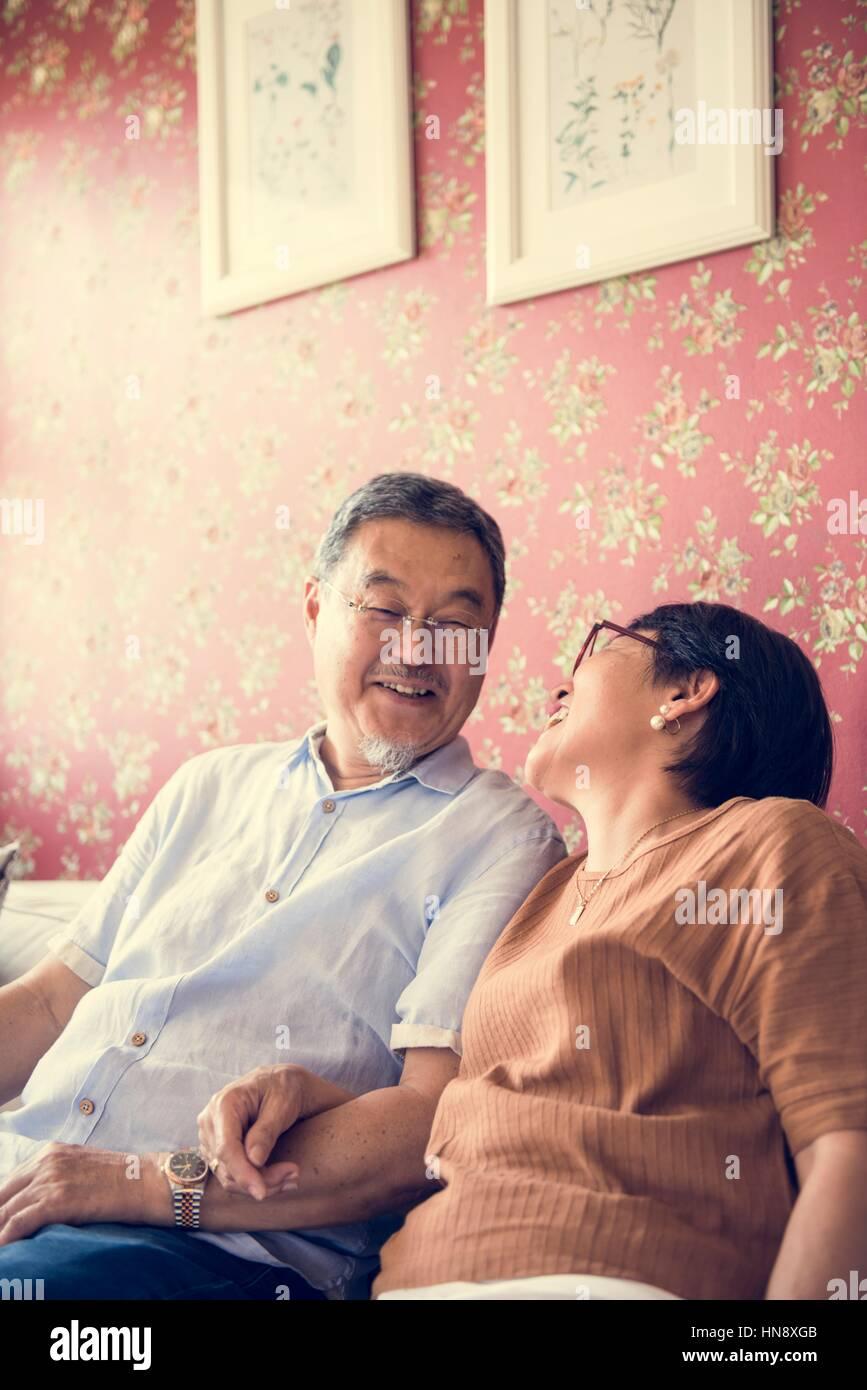 Verklebung von lässig fröhlich Paarbeziehung Stockbild