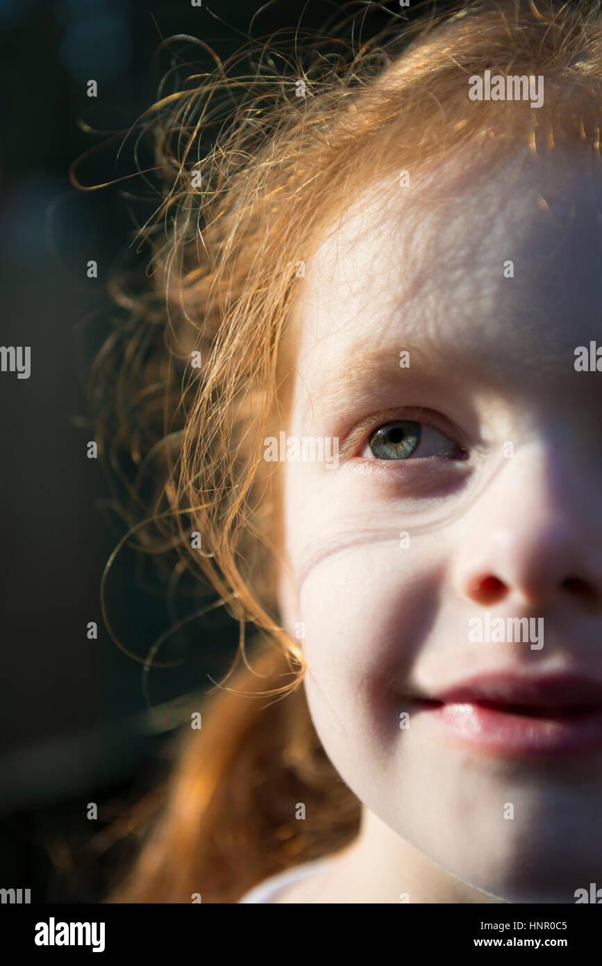 Porträt eines roten Haaren 6-jährigen Mädchens Stockbild