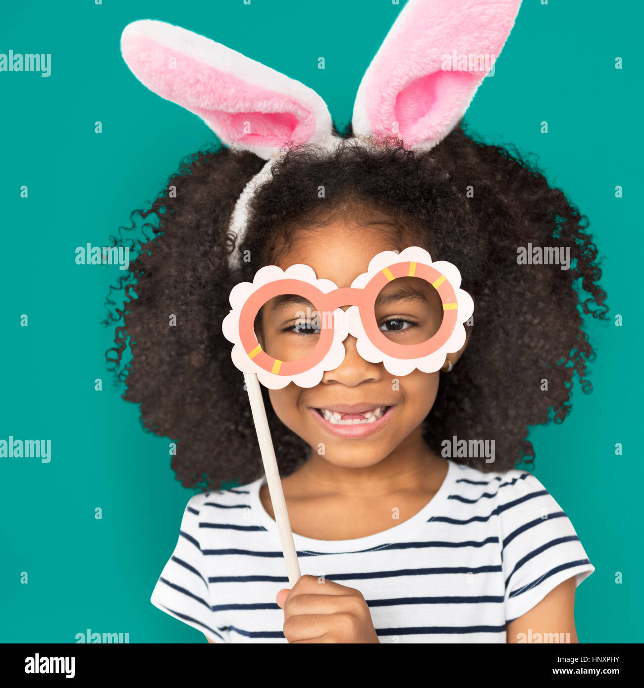 Afrikanischer Herkunft wenig Mädchen Bunny Ohren Konzept Stockbild