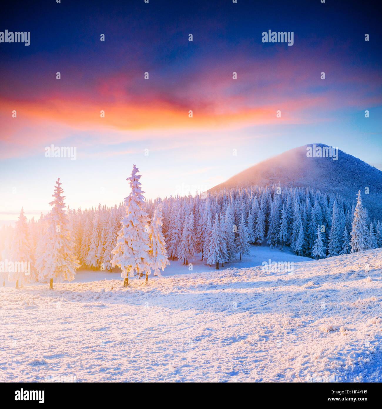 Farbenprächtigen Sonnenuntergang über die Bergketten im Nationalpark Stockbild